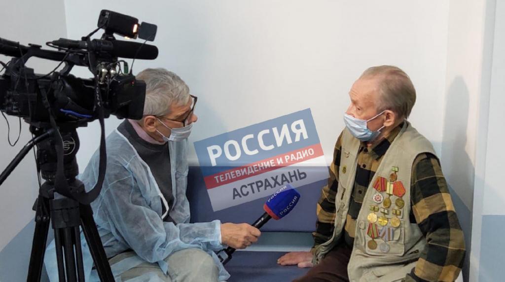 В Астрахани 81-летний мужчина сделал вторую прививку от COVID-19
